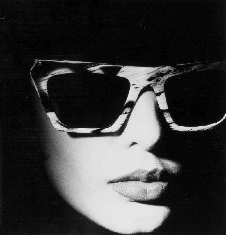 Robert La Roche, Sonnenbrille, Modell S-88, Werbekampagne Damenkollektion, fotografiert von Gerhard Heller, um 1990, © Robert La Roche