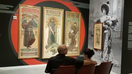 Blick in die Räume der Mucha-Ausstellung im New Yorker Poster House. Alle Fotos: René Grohnert