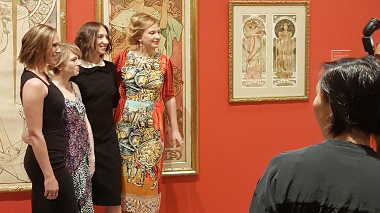 Von links nach rechts: Julia Night (Direktorin), Val Crosswhite (Präsidentin), Ola Baldych (Design Direktorin) und Angelina Lippert (Kuratorin)